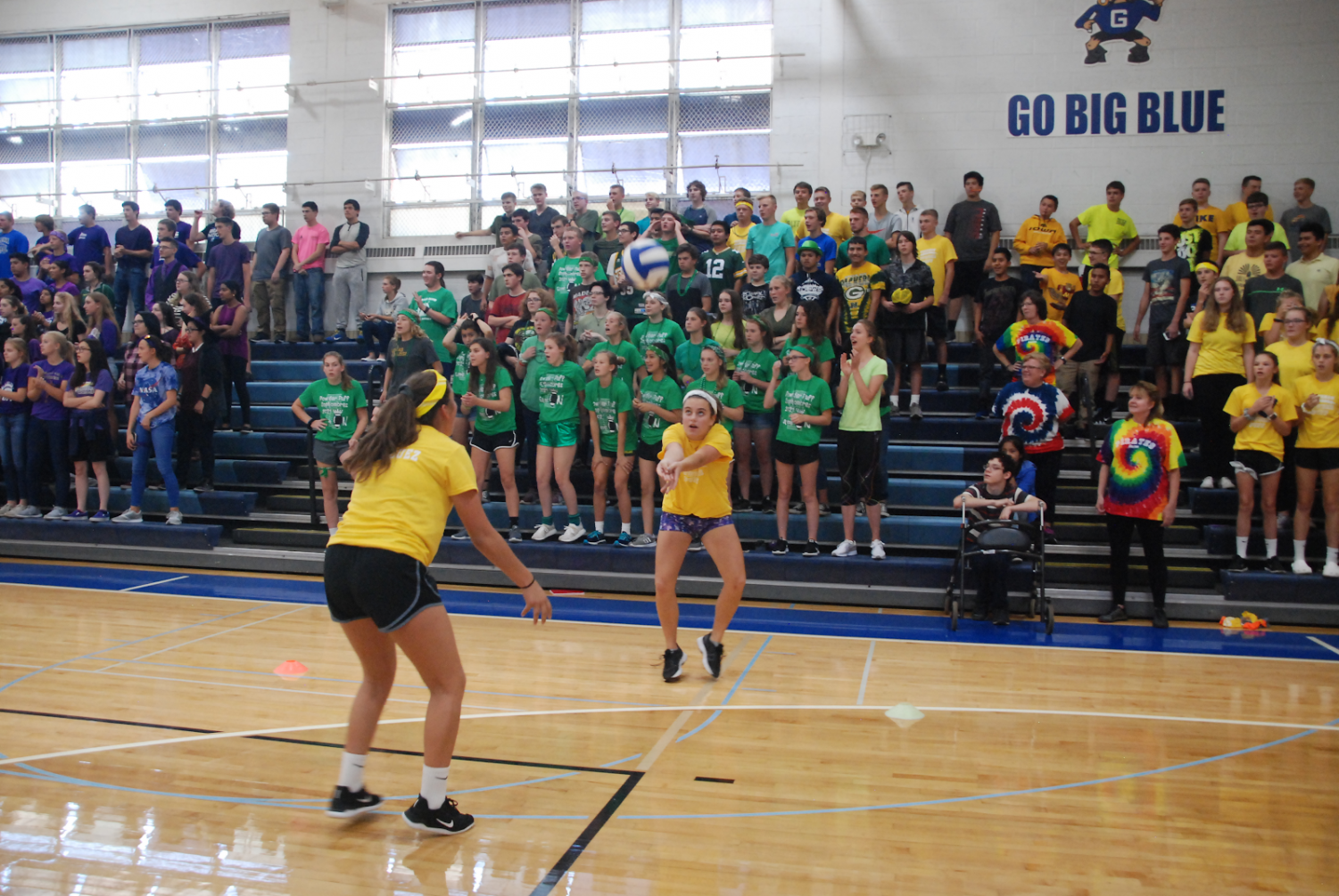 Emilee Rodriguez '22 (left) and Madeline Ries '22 (right) pass back and forth while competing in the sports relay.