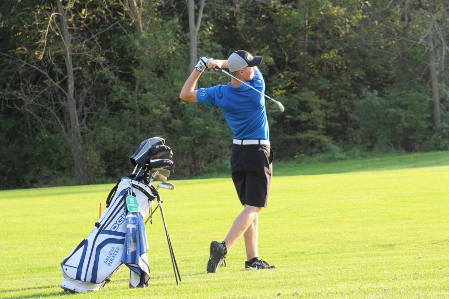 Fore%3A+Tyler+Moran+%2718+watches+as+his+ball+tracks+right+for+the+pin.+Moran+will+compete+at+the+state+tournament+on+Friday%2C+October+12.