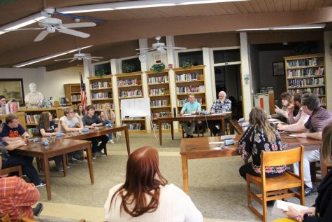 Junior class partners with Elks Lodge